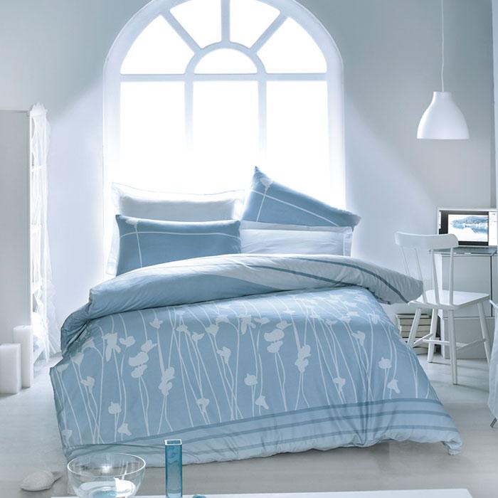 Комплект белья Tete-a-tete Аделфи (1,5 спальный КПБ, сатин премиум, наволочки 70х70), цвет: белый, голубой. Т-0034-01Т-0034-01_1,5-спальныйКомплект постельного белья Аделфи является экологически безопасным для всей семьи, так как выполнен из натурального хлопка. Комплект состоит из пододеяльника, простыни и двух наволочек. Постельное белье оформлено оригинальным рисунком и имеет изысканный внешний вид. Все предметы комплекта цельнокроеные. Вас поразит необыкновенная тонкость, почти воздушная легкость и невероятная шелковистость этой специальной ткани, которая еще усилится после стирки. Ненавязчивые цвета хорошо примут наложение любого другого оттенка, при любом освещении. Ваша постель будет выглядеть безупречно. Наволочки имеют клапан без пуговиц и молнии. Пододеяльник имеет молнию на нижнем конце. Молния имеет фиксаторы, не позволяющие расстегиваться ей до самого конца, а сама она очень прочная и состоит из одной эргономичной детали, что не позволит ей сломаться легко. Сатин - производится из высших сортов хлопка, а своим блеском, легкостью и на ощупь напоминает шелк. Такая ткань рассчитана на 200...