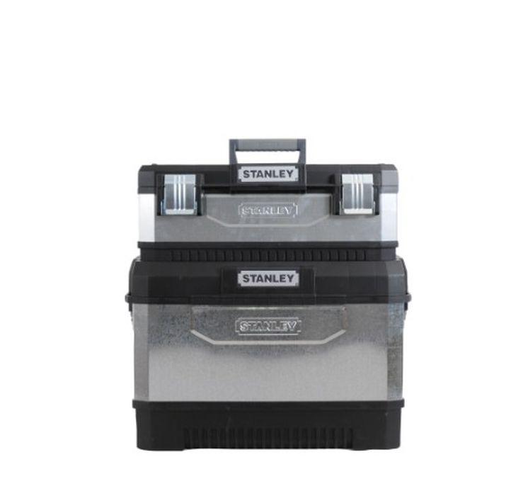 """Ящик для инструментов Stanley, 2-секционный, цвет: серый, 64 х 64 х 38 см1-95-832Вместительный ящик с колесами обеспечивает большой объем для хранения и перемещения инструмента. Телескопическая алюминиевая ручка. Высокопрочные колеса диаметром 7"""". Прочная конструкция для защиты содержимого. Возможность транспортировки большой нагрузки. Сочетает преимущества пластмассы с прочностью металла. Дополнительный отделяемый ящик для инструмента с переносным лотком для мелких деталей и с V-образным пазом в крышке для удобства расположения детали при пилении. Большие металлические с защитой от коррозии замки с возможностью использования навесного замка (в комплект поставки не входит)."""