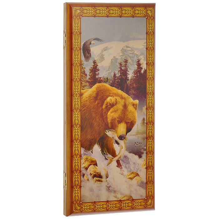 Игровой набор 3в1 Perfecto Медведь: нарды, шашки, шахматы, размер: 50х25х4 см. 095мsh095мshНарды Медведь упакованы в деревянный кейс, оформленный изображением медведя, поймавшего рыбу. Кейс закрывается на металлический замок. Внутренняя часть кейса представляет собой игровое поле. В наборе имеются два игральных кубика, деревянные шашки и шахматные фигуры. На внешней стороне в нижней части кейса изображено игровое поле для игры в шашки или шахматы. Цель игры состоит в том, чтобы сначала привести шашки в свой дом (мешая в тоже время сделать это сопернику), а затем, когда это удалось сделать, снять их с доски быстрее соперника. Побеждает тот, кто первым снял свои шашки. Нарды - древняя восточная игра. Родина этой игры неизвестна, однако, известно, что люди играют в эту игру уже более 7000 лет. На игровой доске для нард все кратно шести и имеет связь со временем. 24 пункта представляют 24 часа, 30 шашек представляют 30 дней в месяце, 12 пунктов на каждой стороне доски символизируют 12 месяцев. Нарды станут отличным подарком каждому, независимо...