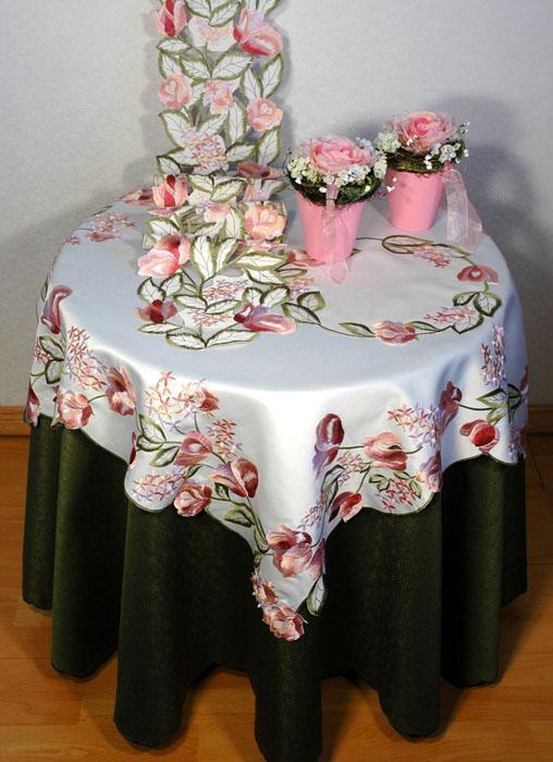 Скатерть Schaefer, квадратная, цвет: белый, 85 x 85 см. 06008-10006008-100Квадратная скатерть Schaefer выполнена из полиэстера белого цвета с розовыми тюльпанами в технике ришелье. Изделия из полиэстера легко стирать: они не мнутся, не садятся и быстро сохнут, они более долговечны, чем изделия из натуральных волокон. Использование такой скатерти сделает застолье более торжественным, поднимет настроение гостей и приятно удивит их вашим изысканным вкусом. Также вы можете использовать эту скатерть для повседневной трапезы, превратив каждый прием пищи в волшебный праздник и веселье. Характеристики: Материал: 100% полиэстер. Цвет: белый. Размер скатерти: 85 см х 85 см. Артикул: 06008-100. Немецкая компания Schaefer создана в 1921 году. На протяжении всего времени существования она создает уникальные коллекции домашнего текстиля для гостиных, спален, кухонь и ванных комнат. Дизайнерские идеи немецких художников компании Schaefer воплощаются в текстильных изделиях, которые сделают ваш дом красивее и...