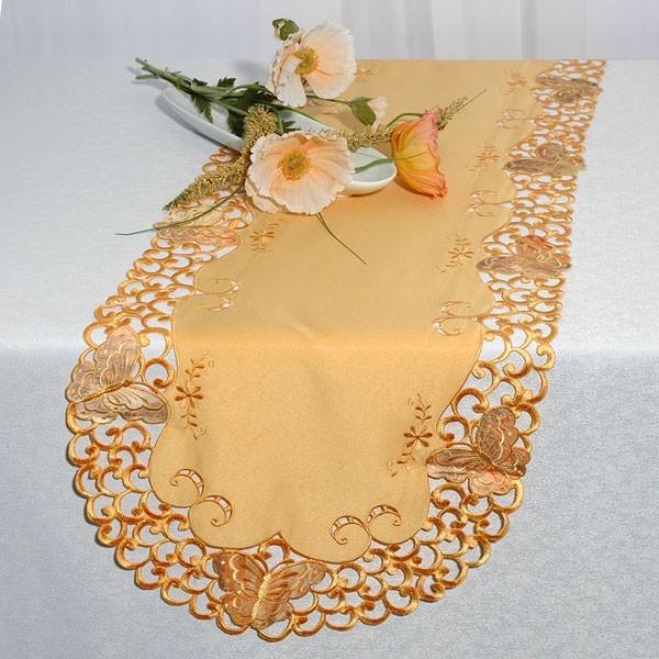 Дорожка для декорирования стола Schaefer, овальная, цвет: персиковый, 40 x 160 см 06525-25406525-254Нежная дорожка Schaefer, выполненная из полиэстера персикового цвета, предназначена для декорирования стола, комода или тумбы. Дорожка украшена изысканной вышивкой по всему краю в технике ришелье. Неповторимый стиль и качественная вышивка - вот, что заложено в этом изделии. Украсьте свой дом этой дорожкой, пусть в нем будет уютно и красиво! Благодаря такой дорожке вы защитите поверхность мебели от воды, пятен и механических воздействий, а также создадите атмосферу уюта и домашнего тепла в интерьере вашей квартиры. Изделия из искусственных волокон легко стирать: они не мнутся, не садятся и быстро сохнут, они более долговечны, чем изделия из натуральных волокон.