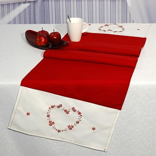Дорожка для декорирования стола Schaefer, прямоугольная, цвет: белый, красный, 40 x 140 см 07242-21107242-211Изысканная дорожка Schaefer бело-красного цвета выполнена из полиэстера и оформлена вышивкой. Вышивка мелкими цветами делает изделие нежным. А полиэстер высокого качества поможет вам сохранить первозданный вид изделия долгие годы, так как он очень удобен в использовании. Вы можете использовать дорожку для декорирования стола, комода или журнального столика. Благодаря такой дорожке вы защитите поверхность мебели от воды, пятен и механических воздействий, а также создадите атмосферу уюта и домашнего тепла в интерьере вашей квартиры. Изделия из искусственных волокон легко стирать: они не мнутся, не садятся и быстро сохнут, они более долговечны, чем изделия из натуральных волокон.