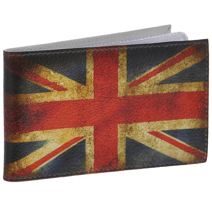 Визитница горизонтальная Perfecto UK. GVZ-PR-0014GVZ-PR-0014Стильная горизонтальная визитница UK выполнена из натуральной кожи и оформлена изображением британского флага. Внутри содержится блок из прозрачного пластика на 36 визиток. Визитница UK - это не только практичная вещь для хранения пластиковых карт, но и модный аксессуар, который подчеркнет ваш неповторимый стиль.