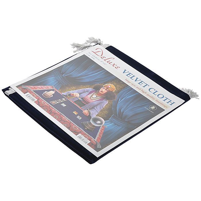Скатерть для раскладывания карт Lo Scarabeo Deluxe, цвет: темно-синий. TP08TP08Скатерть для гадания Deluxe выполнена из темно-синего бархата и украшена кисточками. Края скатерти декорированы шелковистой лентой серого цвета. Скатерть для гадания на Таро отделяет колоду от земных энергий и ограждает зону гадания от внешних воздействий. При этом достигается более высокий уровень ментальных и духовных вибраций, способствующий глубине и точности гадания. Скатерть Deluxe отличается высочайшим качеством ткани и отделки и в полтора раза больше обычных скатертей.