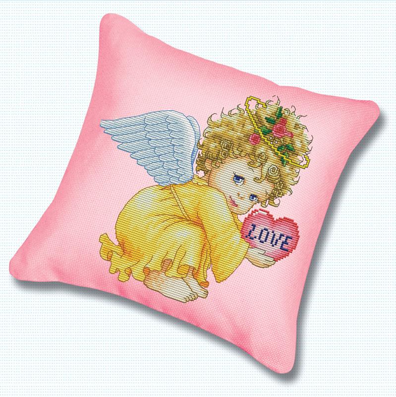 Набор для вышивания подушки Маленький ангел, 45 см х 45 смПодушка 800 Маленький ангелВ наборе для вышивания крестом Маленький ангел есть все необходимое для создания оригинальной подушки: канва, цветная схема, нитки мулине, обратная сторона наволочки и 2 иглы. Подушка из канвы, оформленная красивым рисунком-вышивкой с изображением ангелочка, будет оригинально смотреться в интерьере вашего помещения. Вышивание крестом отвлечет вас от повседневных забот и превратится в увлекательное занятие! Работа, сделанная своими руками, создаст особый уют и атмосферу в доме и долгие годы будет радовать вас и ваших близких.