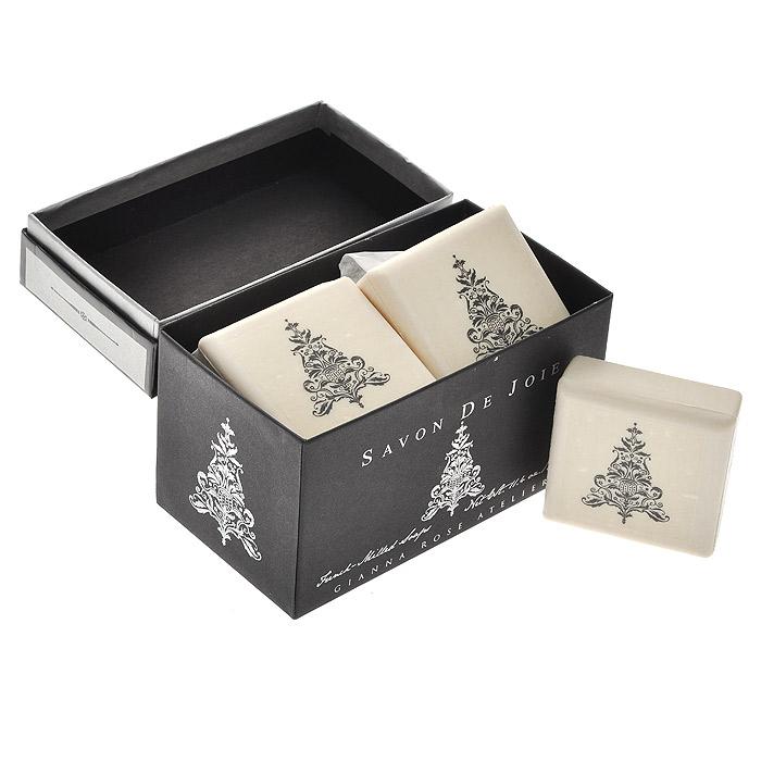 GRA Мыло туалетное Новогодняя ель, 3 штS08514Натуральное ароматное мыло квадратной формы оформлено изображением ели. Мыло упаковано в красивую подарочную коробку.
