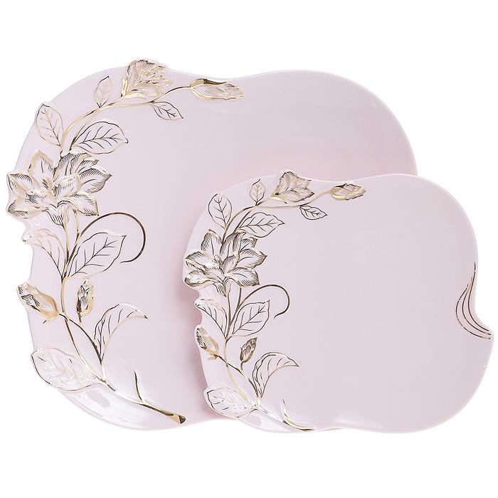 Набор блюд Розовая лиана, цвет: розовый, 2 шт595-116Набор Розовая лиана состоит из двух блюд, выполненных из высококачественного фарфора розового цвета. Блюда изящной формы оформлены золотистым рельефным изображением вьющейся лианы. Такой набор, несомненно, понравится любителям изысканного стиля. Набор блюд Розовая лиана великолепно украсит праздничный стол и станет отличным подарком любой хозяйке. Набор упакован в подарочную коробку золотистого цвета.