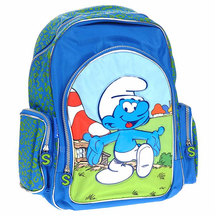 Рюкзак школьный Смурфики: Friends, цвет: синий19818Школьный рюкзак Смурфики: Friends станет надежным спутником в получении знаний. Рюкзак выполнен из износостойкого материала и оформлен изображением забавного Растяпы, одного из героев популярного мультфильма Смурфики. Рюкзак имеет одно вместительное отделение, внутри которого находятся фиксаторы для тетрадей и учебников и карман-сеточка. Закрывается оно на застежку-молнию с двумя бегунками. На лицевой стороне рюкзака расположен внешний карман, закрывающийся на застежку-молнию. По бокам рюкзака расположены два накладных кармана, закрывающиеся на застежки-молнии. Бегунки на застежках дополнены удобными прорезиненными держателями круглой формы с изображением буквы S. Конструкция ортопедической спинки рюкзака разработана по специальной технологии, позволяющей уменьшить нагрузку на спину ребенка. Широкие плечевые ремни имеют толстую и мягкую прокладку и равномерно распределяют нагрузку на плечевой пояс. Лямки регулируются по длине. Рюкзак оснащен мягкой прорезиненной ручкой для...