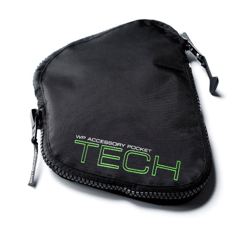 Карман для гидрокостюмов Waterproof Tech Pocket W30WP 300900Карман для гидрокостюмов, оборудованных доком WPAD. Док персональных аксессуаров (WPAD) - это простая, но оригинальная конструкция. При помощи двойной застежки Velcro расширяемый карман Tech Pocket, как влитой крепится к гидрокостюму. Поставляется с закрепленным посередине D-кольцом из нержавеющей стали. Характеристики: Материал: нейлон. Размер кармана: 26 см х 19 см х 5 см. Размер упаковки: 26 см х 19 см х 5 см.