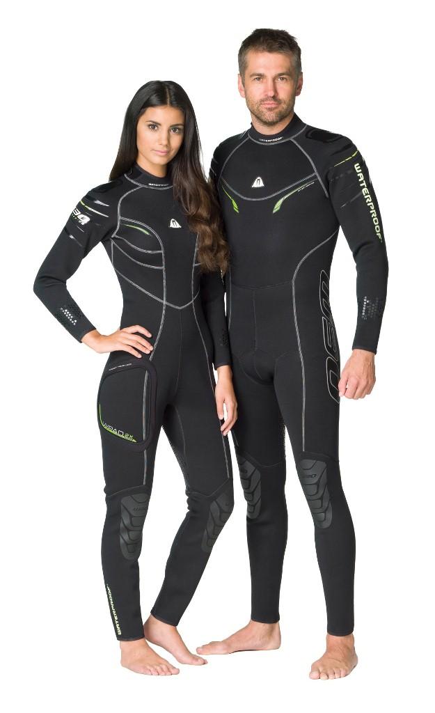 Гидрокостюм Waterproof W30, женский. Размер MWP 300223Эластичный материал и тянущиеся плоские швы обеспечивают максимально возможную свободу движений - то, что нужно любителям водных видов спорта. Накладки на плечах не скользят и защищают материал костюма от истирания. Молния с бегунком из нержавеющей стали. Нескользящее покрытие сзади. Резиновые наколенники. Модель оснащена устройством WPAD - или док персональных аксессуаров. Это искусно сконструированный так называемый стыковочный узел на правом бедре для крепления специальных аксессуаров - например, кармана Tech Pocket (приобретается отдельно). Крой учитывает особенности женской фигуры. Характеристики: Размер: M. Материал: 80% резина, 20% неопрен. Длина брючины по внутреннему шву: 73 см. Длина рукава по внутреннему шву: 46 см. Толщина неопрена: 2,5 мм. Артикул: WP 300223. Размер упаковки: 59 см х 38 см х 8 см.