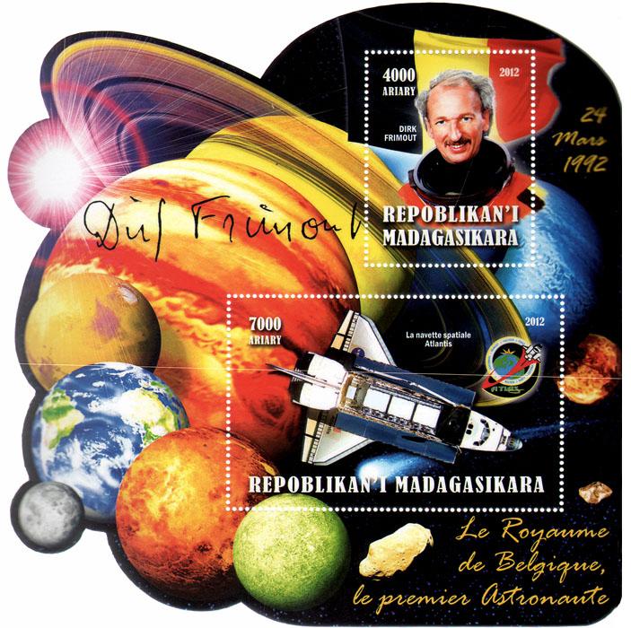 Почтовый блок Первый космонавт Бельгии. Мадагаскар. 2012 годL2070 EПочтовый блок Первый космонавт Бельгии. Мадагаскар. 2012 год. Размер блока 14,5 х 14,5 см. Размер марок 8 х 5 см, 5 х 4 см. Сохранность хорошая.