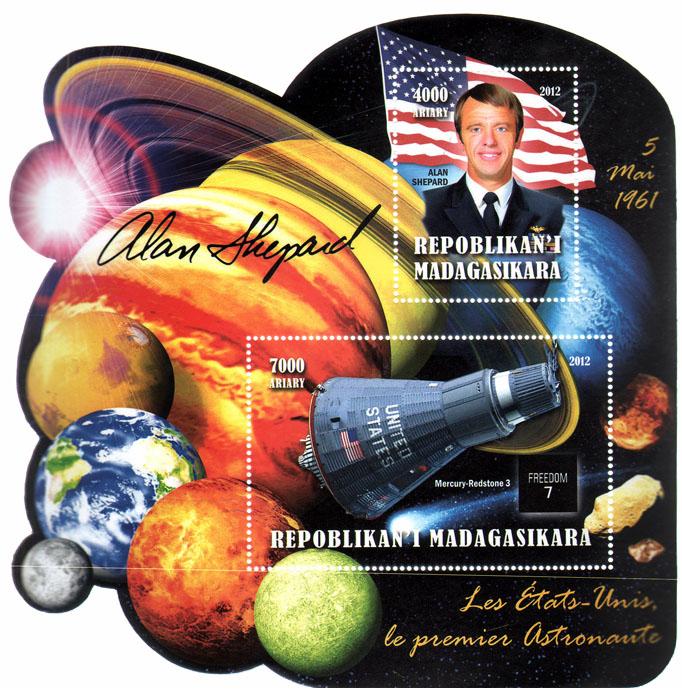 Почтовый блок Первый космонавт США. Мадагаскар. 2012 годL2070 EПочтовый блок Первый космонавт США. Мадагаскар. 2012 год. Размер блока 14,5 х 14,5 см. Размер марок 8 х 5 см, 5 х 4 см. Сохранность хорошая.