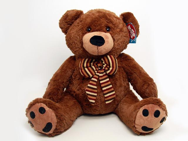 Мягкая игрушка Magic Bear Toys Медведь с бантом, цвет: коричневый, 75 смSAL5220Очаровательная мягкая игрушка Медведь с бантом, выполненная в виде медвежонка коричневого цвета с бантикомв полоску на шее, вызовет умиление и улыбку у каждого, кто ее увидит. Удивительно мягкая игрушка принесет радость и подарит своему обладателю мгновения нежных объятий и приятных воспоминаний. Она выполнена из высококачественного искусственного меха с набивкой из гипоаллергенного синтепона. Великолепное качество исполнения делают эту игрушку чудесным подарком к любому празднику.
