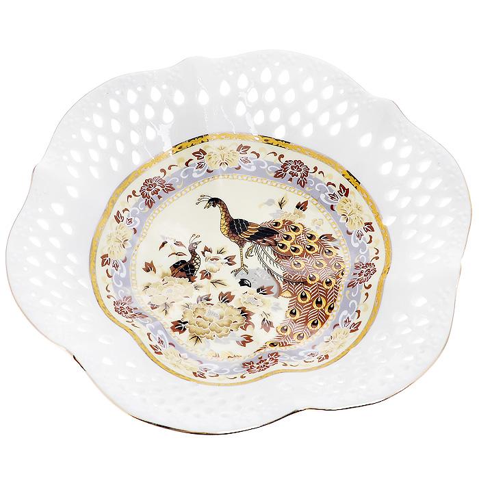 Блюдо Павлин на бежевом, диаметр 20 см545-649Изящное блюдо, выполненное из высококачественного фарфора белого цвета, декорировано золотистой каймой и изображением павлина на бежевом фоне. Оно предназначено для красивой сервировки стола. Изящный дизайн придется по вкусу и ценителям классики, и тем, кто предпочитает утонченность и изысканность.
