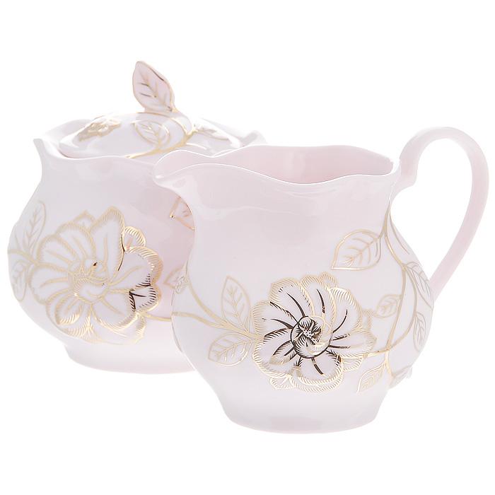 Набор Розовый цветок, цвет: розовый, 2 предмета595-015Набор Розовый цветок состоит из сахарницы и молочника, выполненных из высококачественного фарфора розового цвета. Изделия оформлены изящным рельефным узором золотистого цвета. Такой набор прекрасно подойдет для сервировки стола и станет незаменимым атрибутом чаепития. Набор упакован в подарочную коробку золотистого цвета, задрапированную атласной тканью белого цвета.