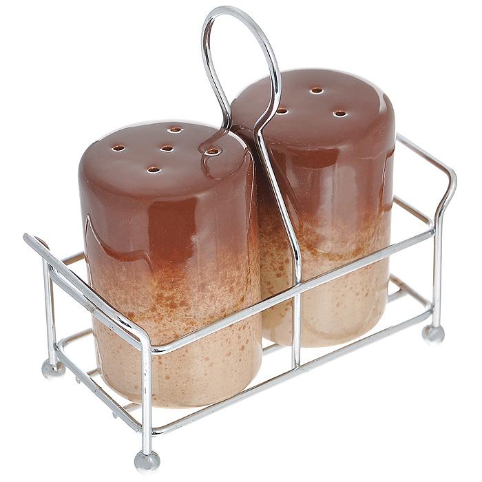 Набор для специй Pekorino, цвет: коричневый, 3 предмета588-015Набор для специй Pekorino, изготовленный из жаропрочной керамики c глазурованной поверхностью, состоит из солонки и перечницы коричневого цвета. Предметы набора размещаются на металлической подставке. Солонка и перечница легки в использовании: стоит только перевернуть емкости, и вы с легкостью сможете поперчить или добавить соль по вкусу в любое блюдо. Такой набор для специй украсит стол и послужит отличным подарком для ваших друзей. Характеристики: Материал: керамика, металл. Цвет: коричневый. Диаметр емкости по верхнему краю: 4,5 см. Высота емкости: 6,5 см. Размер подставки: 11 см х 5 см х 1 см. Размер упаковки: 11,5 см х 5 см х 11 см. Артикул: 588-015.