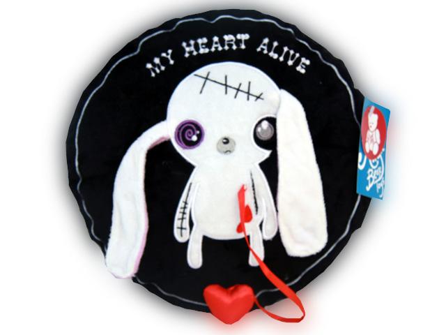 Мягкая игрушка-подушка Magic Bear Toys Заяц живое сердце, 31 смGS8611-JОригинальная дизайнерская подушка-игрушка Magic Bear Toys Заяц живое сердце выполнена в виде круглой подушки с изображением белого зайчика с атласным сердцем, вынимающимся из кармашка. С другой стороны подушка декорирована надписью My Heart Alive и изображением сердца. Подушка-игрушка изготовлена из нетоксичного текстильного материала с коротким ворсом, благодаря чему ее будет приятно держать в руках. Такая подушка порадует вас оригинальностью идеи и высоким качеством исполнения и станет прекрасным подарком для детей и взрослых. Декоративная подушка - подарок из разряда практичных. Получив в подарок такую подушку, её можно положить в детскую коляску, автомобиль или украсить ею домашний интерьер.