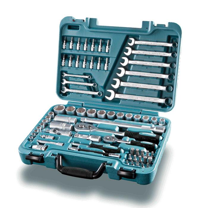 Универсальный набор инструмента HYUNDAI 70 предметов K 70K 70Набор выполнен из инструментальной Cr-V cтали высокой прочности, размер головок 1/2 и 1/4, ключи трещотки - 72 зуба, профиль головок СУПЕР ЛОК. Комплектация: Головки торцевые 1/4: 0,6 см, 0,7 см, 0,8 см, 0,9 см, 1 см, 1,1 см, 1,2 см, 1,3 см. Ключ-трещотка 1/4: 15 см, 72 зубца. Удлинитель 1/4: 7,5 см. Карданный шарнир 1/4: 3,8 см. Удлинитель гибкий 1/4: 15 см. Отверточная рукоятка 1/4: 15 см. Головки с битом TORX 1/4: T8, T10, T15, T20, T25, T27, T30. Головки с битом HEX 1/4: H3, H4, H5, H6. Головки с битом Phillips 1/4: PH1, PH2, PH3. Торцевые головки 1/4: 1 см, 1,2 см, 1,4 см, 1,5 см, 1,6 см, 1,7 см, 1,9 см, 2 см, 2,2 см, 2,3 см, 2,4 см, 2,7 см. Ключ трещетка 1/2: 26 см, 72 зубца. Удлинитель 1/2: 7,5 см. Удлинитель 1/2: 25 см. Карданный шарнир 1/2: 7,7 см. Головка свечная 1/2: 1,6 см. Головка свечная 1/2: 2,1 см. Ключ накидной комбинированный: 0,6 см, 0,8 см, 1 см, 1,1...