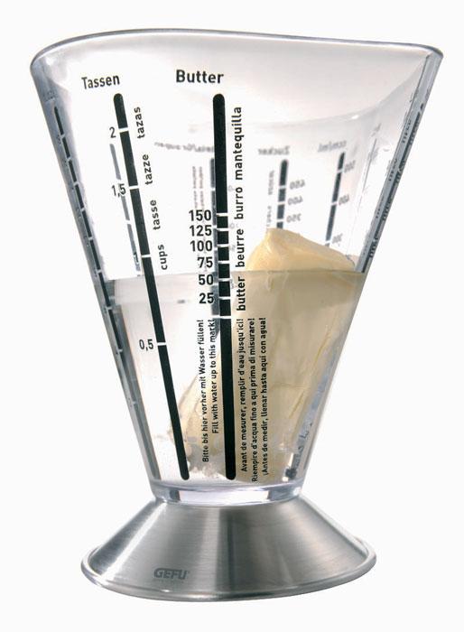 Емкость мерная Gefu, 500 мл14450Мерная емкость, изготовленная из высококачественных стали и пластика, будет полезна для каждой хозяйки. Мерная емкость от Gefu снабжена универсальными шкалами, благодаря которым можно отмерить даже минимальное колличество муки, сахара, соли, риса, ячневой крупы и масла. Дополнительные единицы измерения - литры, миллилитры, чашки, жидкие унции (Fl.OZ) Можно мыть в посудомоечной машине.