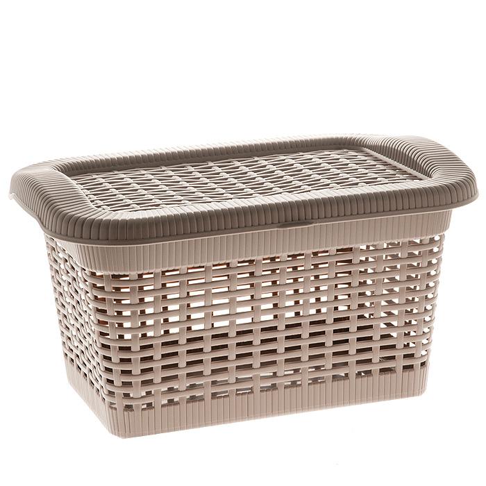 Корзина Rattan с закрепленной крышкой, цвет: темно-бежевый, 20 л2168_ темно-бежевыйПрямоугольная корзина Rattan изготовлена из прочного пластика темно-бежевого цвета. Она предназначена для хранения мелочей в ванной, на кухне, даче или гараже. Позволяет хранить мелкие вещи, исключая возможность их потери. Корзина с отверстиями на стенках и крышке в виде плетения и со сплошным дном. Корзина имеет плотно закрывающуюся закрепленную крышку. Сбоку имеются две ручки для удобной переноски.