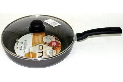 Сотейник Flonal City, с тефлоновым покрытием, с крышкой, диаметр 24 см. СD3243CD3243Сотейник тефлоновый Flonal City изготовлен из пищевого алюминия. Благодаря наличию тефлонового покрытия пища не пригорает. Сотейник легко моется. Можно готовить с минимальным количеством жира. Быстрый нагрев сохраняет пищевую ценность продукта. Энергия используется рационально. Съемная ручка экономит место на кухне. Крышка изготовлена из стекла с металлическим нержавеющим ободом и отверстием для выпуска пара. Посуда подходит для использования на газовых, электрических и стеклокерамических плитах; ее можно мыть в посудомоечной машине.
