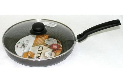 Сковорода тефлоновая Flonal City, с антипригарным покрытием, с крышкой, диаметр 26 см. CD2263CD2263Сковорода тефлоновая Flonal City изготовлена из 100% пищевого алюминия. Благодаря тефлоновому покрытию, не позволяет пище пригорать. Легко моется. Можно готовить с минимальным количеством жира. Быстрый нагрев сохраняет пищевую ценность продукта. Энергия используется рационально. Съемная ручка экономит место на кухне. Крышка изготовлена из стекла с металлическим нержавеющим ободом и отверстием для выпуска пара. Посуда подходит для использования на газовых, электрических и стеклокерамических плитах; ее можно мыть в посудомоечной машине.