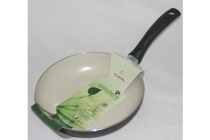 Сковорода Flonal Ecosphere, с керамическим покрытием, диаметр 20 см. EC2201EC2201, FlonalСковорода Flonal Ecosphere изготовлена из 100% пищевого алюминия. Благодаря керамическому покрытию, не позволяет пище пригорать. Данное покрытие является абсолютно экологичным и не содержит таких вредных веществ, как PTFE и PFOA. Это предотвращает их выделение в пищу даже в случае перегревания сковороды. Защищенное от царапин твердое покрытие. Защита от перегрева. Легко моется. Облегченный корпус. Посуда подходит для использования на газовых, электрических и стеклокерамических плитах; ее можно мыть в посудомоечной машине. Характеристики: Материал: алюминий. Диаметр сковороды: 20 см. Высота стенки: 4 см. Длина ручки: 15,5 см. Диаметр дна: 14,5 см. Производитель: Италия. Размер упаковки: 36 см х 21 см х 4,5 см. Артикул: EC2201.