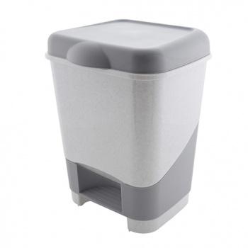 Контейнер педальныйC428Современная кухня требует инновационных решений, об этом знает любая хозяйка. Поэтому даже пластмассовый мусорный контейнер тоже может быть стильным, как и любая другая вещь в современном доме. Среди товаров компании Полимербыт вы не найдете скучных расцветок и вычурных форм, мы производим только лучшие изделия из качественной пластмассы. Забудьте о картонных коробках и старых ведрах для мусора, их давно пора заменить прочными пластиковыми контейнерами. Упакуйте свой мусор в элегантный пластмассовый контейнер и наслаждайтесь уютом в вашем доме! Характеристики: Материал: пластик. Размер бака с учётом крышки: 31 см х 25 см х 41 см. Размер упаковки: 31 см х 25 см х 41 см. Объём бака: 20 л. Производитель: Россия. Артикул: C428/428