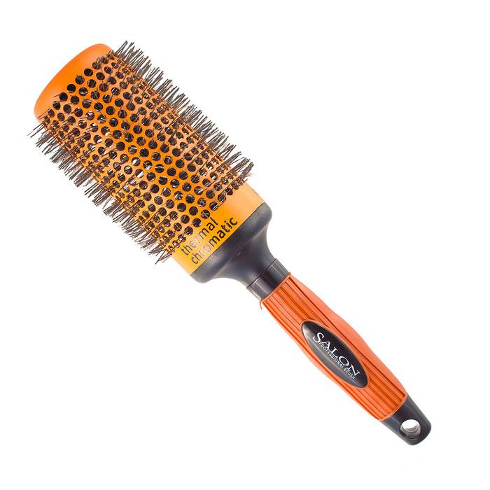 Salon Professional Расческа круглая. 340-9885FVDF340-9885FVDFКруглая расческа Salon Professional с нейлоновыми зубцами предназначена для укладки волос. Керамический цилиндр позволяет равномерно и быстро распределять тепло. Специальное покрытие Thermal Chromatic является индикатором температуры оптимального нагрева позволяет определить лучшее время для начала укладки волос. Характеристики: Материал: пластмасса, нейлон, керамика. Длина расчески: 26 см. Длина зубцов: 1 см. Общий диаметр расчески: 7 см. Производитель: Германия. Артикул: 340-9885FVDF. Товар сертифицирован.