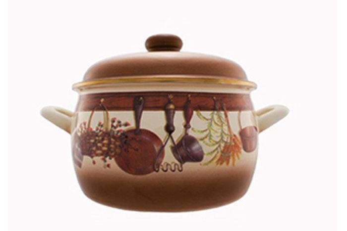 Кастрюля эмалированная Метрот Кухня с крышкой, цвет: коричневый, бежевый, 2,2 л. 115416115416Кастрюля Мetrot Эксклюзив изготовлена на стальной основе со стеклокерамическим покрытием - наиболее безопасный вид посуды. Стеклокерамика инертна и устойчива к пищевым кислотам, не вступает во взаимодействие с продуктами и не искажает их вкусовые качества. Прочный стальной корпус обеспечивает эффективную тепловую обработку пищевых продуктов, не деформируется с процессе эксплуатации. Посуда Meтрот идеально подходит для тепловой обработки и хранения пищевых продуктов, приготовления холодных блюд и сервировки стола. Кастрюля оснащена двумя удобными ручками из нержавеющей стали. Крышка выполненная из металла. Крышка плотно прилегает к краю кастрюли, предотвращая проливание жидкости и сохраняя аромат блюд. Изделие подходит для всех типов плит, кроме индукционные. Можно мыть в посудомоечной машине. Это идеальный подарок для современных хозяек, которые следят за своим здоровьем и здоровьем своей семьи. Эргономичный дизайн и функциональность позволят вам наслаждаться...