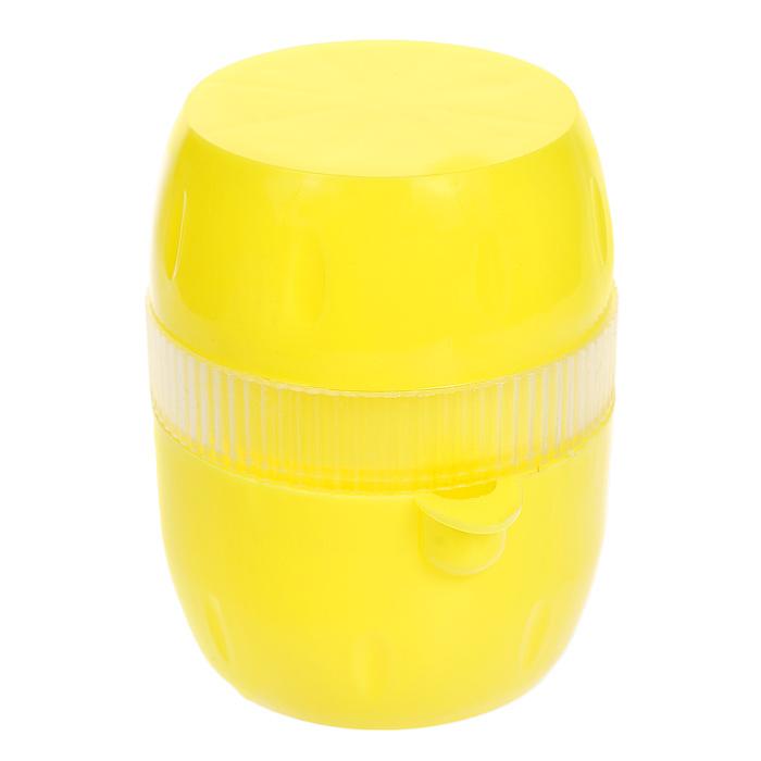 Соковыжималка Gjo Casa Лимончик, цвет: желтый, прозрачный2233Соковыжималка Gjo Casa Лимончик, выполненная из высококачественного пластика, станет полезным аксессуаром на любой кухне. Она идеально подойдет для лимонов и цитрусовых фруктов. Достаточно нарезать фрукты дольками, положить в соковыжималку и покрутить крышку. Сок выливается через специальный носик. Простая и удобная в использовании соковыжималка Gjo Casa Лимончик займет достойное место среди кухонного инвентаря. Размер соковыжималки: 6,5 см х 7,5 см х 9 см.