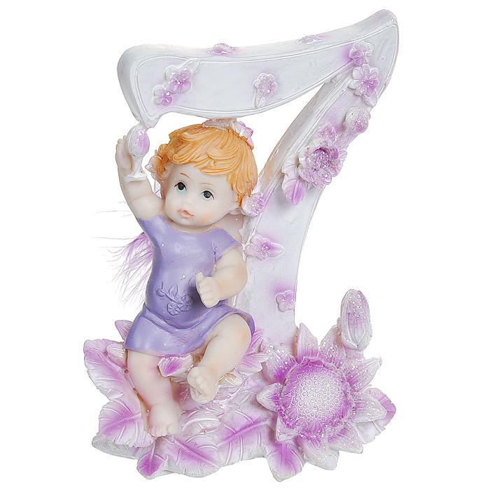 Статуэтка Именинный ангелочек. 7 лет514-1032Статуэтка Именинный ангелочек. 7 лет, выполненная из полистоуна, станет отличным подарком для вашего малыша! Все мы знаем, как порой непросто бывает выбрать подходящий подарок к тому или иному торжеству, а декоративные статуэтки Molento всегда были и останутся оригинальным подарком. Этот вид сувенира нельзя назвать бесполезной вещью. Статуэтка может стать великолепным украшением интерьера. На протяжении долгих лет, дизайнеры используют статуэтки для придания интерьеру особого шарма. Характеристики: Материал: полистоун. Размер статуэтки: 9,5 см х 6 см х 12 см. Размер упаковки: 10 см х 7,5 см х 13 см. Артикул: 514-1032.