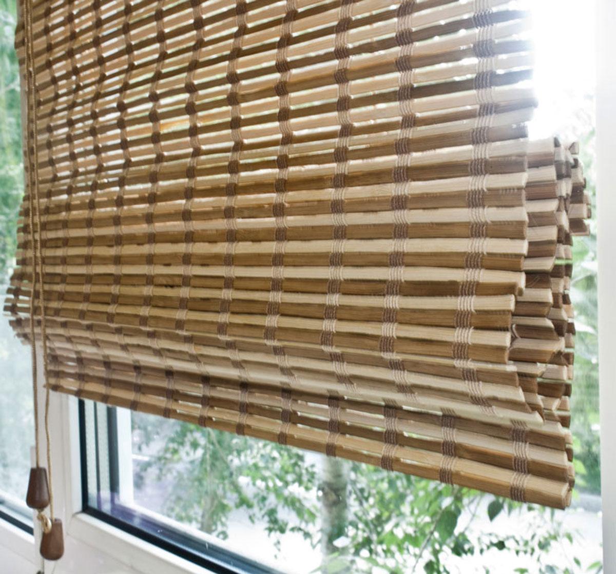 Римская штора Эскар, бамбуковая, цвет: коричневый, бежевый, ширина 80 см, высота 160 см72959080160Римская штора Эскар, выполненная из натурального бамбука, является оригинальным современным аксессуаром для создания необычного интерьера в восточном или минималистичном стиле. Римская бамбуковая штора, как и тканевая римская штора, при поднятии образует крупные складки, которые прекрасно декорируют окно. Особенность устройства полотна позволяет свободно пропускать дневной свет, что обеспечивает мягкое освещение комнаты. Римская штора из натурального влагоустойчивого материала легко вписывается в любой интерьер, хорошо сочетается с различной мебелью и элементами отделки. Использование бамбукового полотна придает помещению необычный вид и визуально расширяет пространство. Бамбуковые шторы требуют только сухого ухода: пылесосом, щеткой, веником или влажной (но не мокрой!) губкой. Комплект для монтажа прилагается.