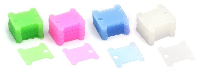 Шпули для ниток мулине Белоснежка, цвет: зеленый, голубой, розовый, белый, 50 шт009Универсальные шпули Белоснежка, изготовленные из пластика зеленого, белого, розового и голубого цвета, позволят наглядно хранить нити для вышивания. На каждую шпулю помещается один полный моток мулине. Внизу шпули находятся два среза, которые позволяют закрепить нити. Закрепите один конец в начале намотке и второй в конце.