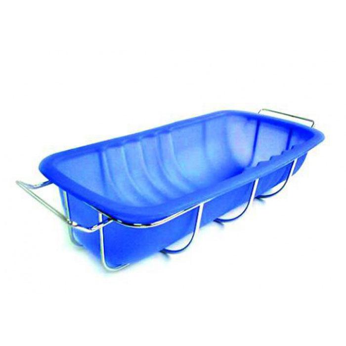 Форма для рулета Regent Inox силиконовая, с подставкой, цвет: синий, 26,5 см х 13,5 см х 6,5 см93-SI-FO-22Прямоугольная форма Regent Inox, выполненная из силикона синего цвета, прекрасно подойдет для приготовления рулета, а так же для пирогов и запеканок. Силиконовые формы для выпечки имеют много преимуществ по сравнению с традиционными металлическими формами и противнями. Они идеально подходят для использования в микроволновых, газовых и электрических печах при температурах до +230°С. В случае заморозки до -40°С. За счет высокой теплопроводности силикона изделия выпекаются заметно быстрее. Благодаря гибкости и антиприлипающим свойствам силикона, готовое изделие легко извлекается из формы. Для этого достаточно отогнуть края и вывернуть форму (выпечке дайте немного остыть, а замороженный продукт лучше вынимать сразу). Силикон абсолютно безвреден для здоровья, не впитывает запахи, не оставляет пятен, легко моется. Форма оснащена металлической подставкой с ручками, что поможет сохранить правильную форму кондитерского изделия. Подставка обеспечит равномерное...