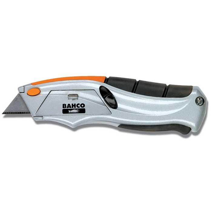 Нож Bahco с выдвижным лезвиемSQZ150003Нож Bahco c системой фиксации лезвия предназначен для работы с ковровыми покрытиями, гипсовыми плитами, пленкой и т.д. Корпус ножа выполнен из металла. Выдвижное лезвие изготовлено из высококачественной нержавеющей стали. Имеет систему быстрой замены лезвия.