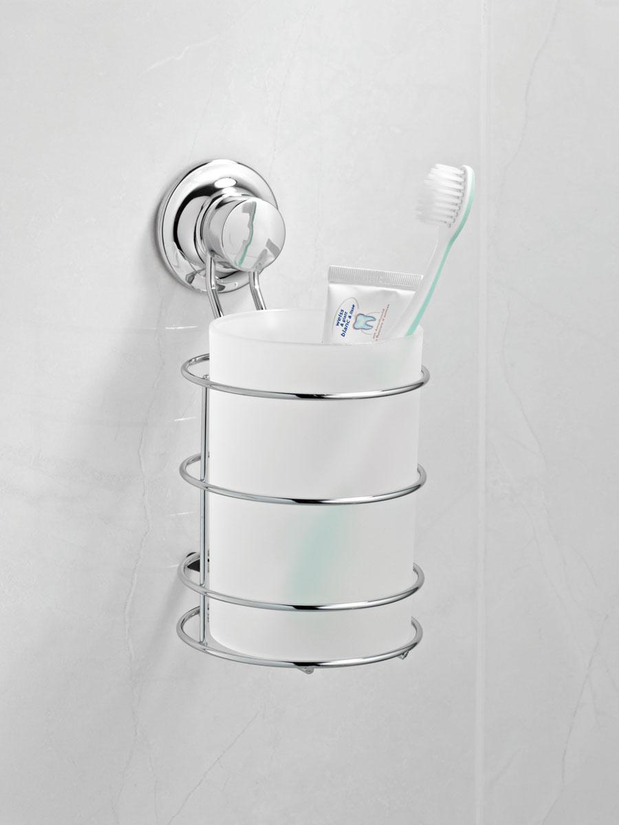 Стакан для ванной комнаты Tatkraft Swiss Line на присоске, 10,5 х 12 х 15,5 см10209-TKСтакан Tatkraft Swiss Line для ванной комнаты выполнен из хромированной стали и крепится с помощью вакуумной присоски, изготовленной из каучука, мгновенно одним нажатием. Материал присоски прочный, эластичный, устойчивый к деформации, имеет длительный срок службы. Присоска помещена в пластиковую чашку особой конфигурации (лепестковой), что позволяет создать больший вакуум при фиксации, то есть более мощный эффект. В случае необходимости изделие можно быстро перевесить. Никаких дырок и следов на поверхности не остается. Легко устанавливается на плитку, стекло, металл и прочие воздухонепроницаемые поверхности.