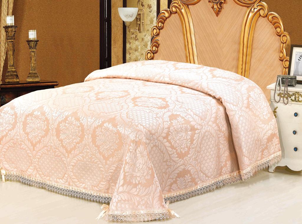 Покрывало гобеленовое SL, цвет: персиковый, 220 см х 240 см. 0935509355Очаровательное покрывало SL нежного персикового оттенка выполнено из полиэстера и оформлено ажурной вышивкой. По краям изделие украшено кружевом и шелковой лентой в тон основному цвету, лента завязана на бантики. Покрывало придаст вашей спальне поистине королевскую роскошь и особый шарм. Покрывало - это такой подарок, который будет всегда актуален, особенно для ваших родных и близких, ведь вы дарите им частичку своего тепла!