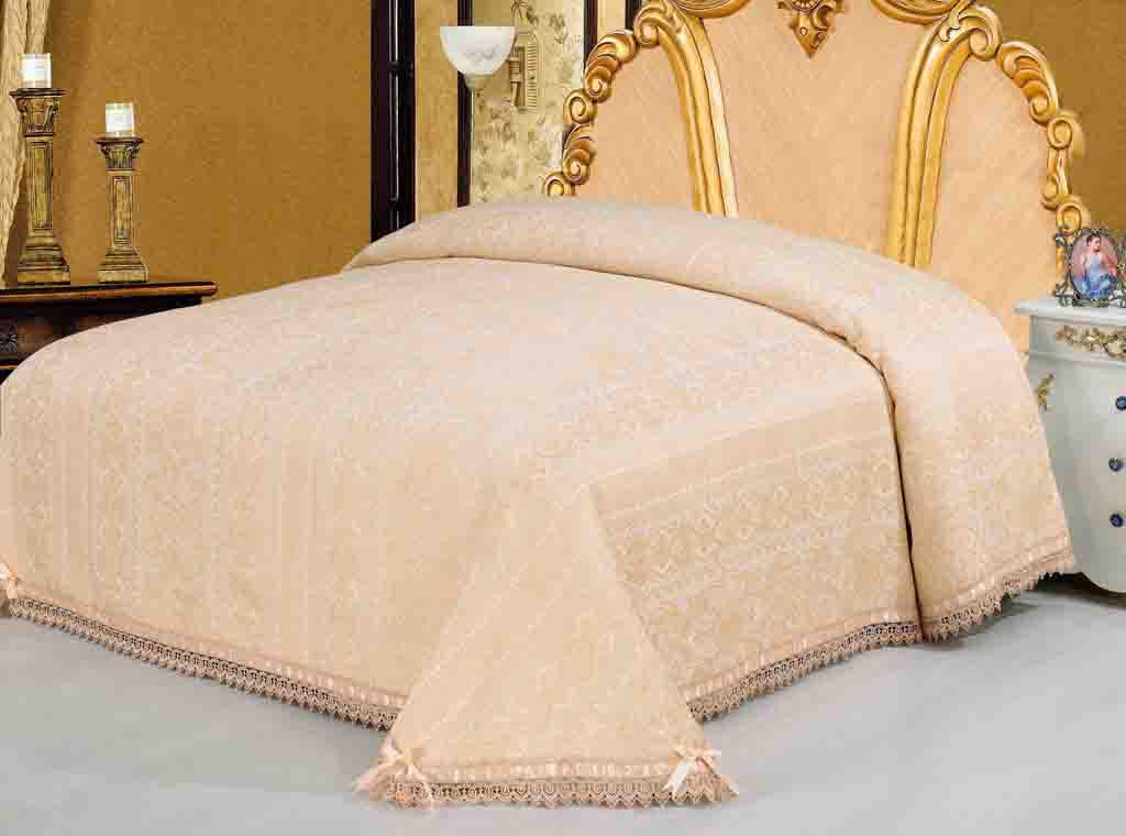 Покрывало гобеленовое SL, цвет: персиковый, 220 х 240 см 0936009360Очаровательное покрывало SL нежного персикового оттенка выполнено из полиэстера и оформлено ажурной вышивкой. По краям изделие украшено кружевом и шелковой лентой в тон основному цвету, лента завязана на бантики. Покрывало придаст вашей спальне поистине королевскую роскошь и особый шарм. Покрывало - это такой подарок, который будет всегда актуален, особенно для ваших родных и близких, ведь вы дарите им частичку своего тепла! Характеристики: Материал: 100% полиэстер. Цвет: персиковый. Размер покрывала: 220 см х 240 см. Размер упаковки: 54 см х 36 см х 4 см. Артикул: 09360. Soft Line предлагает широкий ассортимент высококачественного домашнего текстиля разных направлений и стилей. Это и постельное белье из тканей различных фактур и орнаментов, а также мягкие теплые пледы, красивые покрывала, воздушные банные халаты, текстиль для гостиниц и домов отдыха, практичные наматрасники, изысканные шторы,...