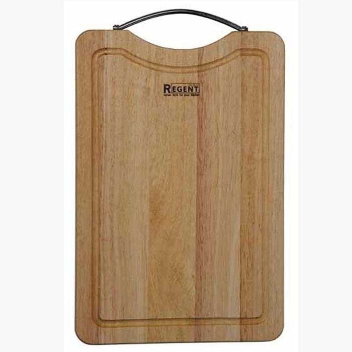 Доска разделочная Regent Inox, из гевеи, 35 х 23,5 х 1,5 см93-BO-2-07Прямоугольная разделочная доска Regent Inox с металлической ручкой изготовлена из высококачественной древесины - гевеи. Доска имеет углубление для стока жидкости вдоль края. Прекрасно подходит для приготовления и сервировки пищи. Гевея - высококачественная порода каучукового дерева. Доски из гевеи, по сравнению с досками, изготовленными из других материалов, обладают следующими преимуществами: - долговечность - практичность - устойчивость к механическим нагрузкам - водоотталкивающие свойства - не впитывают запахи - не расслаиваются и не рассыхаются - не тупят ножи - оригинальный дизайн. На кухне рекомендуется иметь несколько досок, для различных продуктов: для мяса и птицы, для рыбы, для готовых продуктов, для хлеба, овощей и фруктов. Regent Inox предлагает на выбор несколько размеров и форм разделочных досок, а так же кухонные аксессуары из дерева.