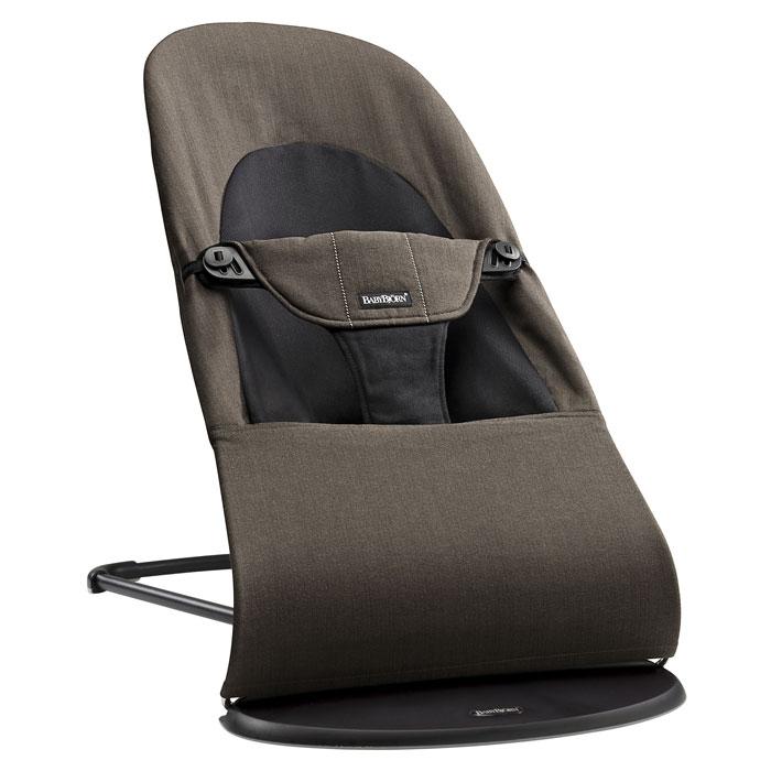 Кресло-шезлонг BabyBjorn Balance Soft Organic, цвет: коричневый0050,27Кресло-шезлонг Balance Soft - наиболее мягкая модель классической серии кресел-шезлонгов. Удерживающий ремень с превосходной мягкой подкладкой приятен для детской кожи. Кресло-шезлонг имеет округлые формы и обеспечивает хорошую поддержку, что делает его уютным местом для малыша. Ребёнок быстро поймёт, что своими движениями он может заставить кресло-шезлонг качаться. Такое покачивание помогает естественным образом развивать моторику и учит удерживать равновесие. Для наших кресел-шезлонгов не требуются батарейки - достаточно желания играть. Используя кресло-шезлонг BABYBJORN, вы можете быть уверены в правильной поддержке спины и головы ребёнка. Интегрированное тканевое сиденье принимает форму тела, равномерно распределяя вес. Это обеспечивает хорошую поддержку, которая особенно важна для маленьких детей, чьи мышцы ещё полностью не сформировались. Подходит как для отдыха, так и для игры. У маленького ребёнка игра может быстро смениться сном. Положение...