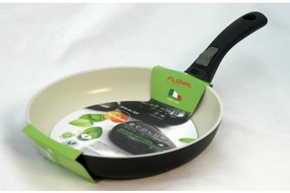 Сковорода Flonal Ecolux, с керамическим покрытием, диаметр 24 см. PR2241PR2241Сковорода Flonal Ecolux изготовлена из 100% пищевого алюминия. Благодаря керамическому покрытию Cera Tech, не позволяет пище пригорать. Данное покрытие является абсолютно экологичным и не содержит таких вредных веществ, как PTFE и PFOA. Это предотвращает их выделение в пищу даже в случае перегревания сковороды. Защищенное от царапин твердое покрытие. Защита от перегрева. Легко моется. Благодаря удобным съемным ручкам, появляется возможность использования в духовке, сохраняется пространство на кухне. Посуда подходит для использования на газовых, электрических и стеклокерамических плитах; ее можно мыть в посудомоечной машине.