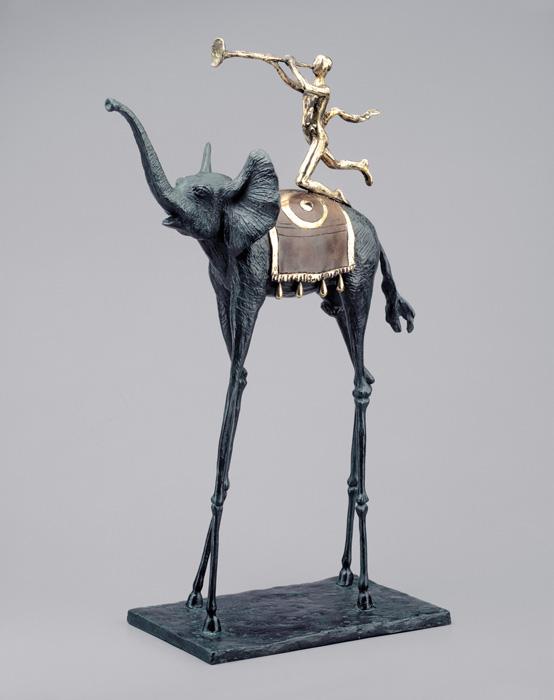Эсклюзив! Скульптура Ликующий слон. Сальвадор Дали. Коллекция Arteus. Бронза, 1975 годAR09Идеально для представительского подарка высокопоставленному лицу! Бронзовая скульптура Ликующий слон из коллекции Arteus станет роскошным подарком поклоннику сюрреализма и творчества Сальвадора Дали. Скульптура была создана Дали в 1975 году. Эксклюзивный номерной экземпляр с подписью Сальвадора Дали! Скульптура Ликующий слон. Сальвадор Дали. Бронза. Perseo, Швейцария. Размер 53 см. Техника: литье по выплавляемым восковым моделям. Тираж 350 экземпляров. На скульптуре имеется клеймо с указанием уникального номера представленного изделия из общего количества выпущенных экземпляров. Порядковый номер экземпляра может отличаться от указанного на фото. Коллекция Arteus. Литейная мастерская Perseo, Швейцария. Скульптуру сопровождает сертификат идентичности. Образец сертификата представлен на фото. Товар доступен для заказа только на условиях предоплаты.