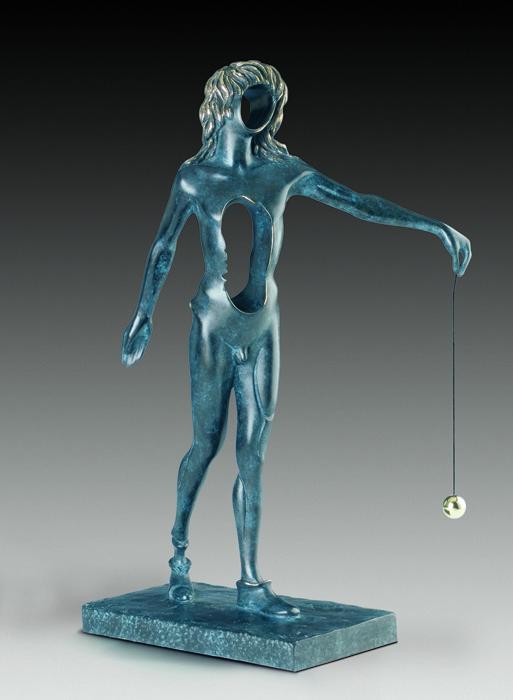 Скульптура Сюрреалистический Ньютон. Сальвадор Дали. Номерной экземпляр! Коллекция Arteus. Бронза, 1977 годAR09Идеально для представительского подарка высокопоставленному лицу! Бронзовая скульптура Сюрреалистический Ньютон из коллекции Arteus станет роскошным подарком поклоннику сюрреализма и творчества Сальвадора Дали. Скульптура была создана Дали в 1977 году. Эксклюзивный номерной экземпляр с подписью Сальвадора Дали! Скульптура Сюрреалистический Ньютон. Сальвадор Дали. Бронза. Perseo, Швейцария. Размер 49 см. Техника: литье по выплавляемым восковым моделям. Тираж 350 экземпляров. На скульптуре имеется клеймо с указанием уникального номера представленного изделия из общего количества выпущенных экземпляров. Порядковый номер экземпляра может отличаться от указанного на фото. Коллекция Arteus. Литейная мастерская Perseo, Швейцария. Скульптуру сопровождает сертификат идентичности. Образец сертификата представлен на фото. Товар доступен для заказа только на условиях предоплаты.
