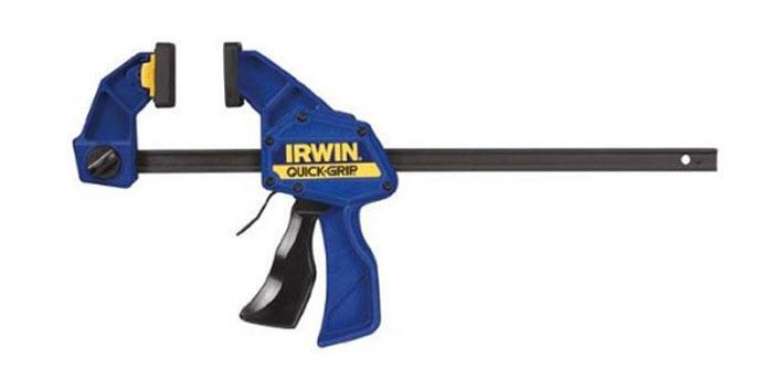 Струбцина Irwin Quick-Grip, автоматическая, до 45,5 смT518QCEL7Струбцина Irwin Quick-Grip, автоматическая используется для фиксации и сжатия всевозможных заготовок и деталей во время склеивания, закрепления на столярном верстаке или станке. Многопозиционные губки можно устанавливать в любом месте на штанге и легко преобразовывать в расширитель.