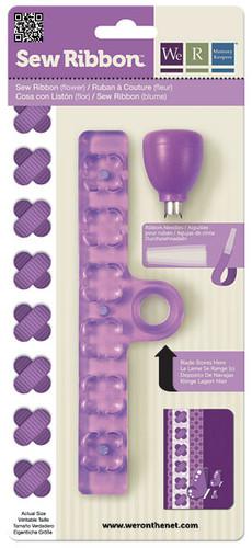 Дырокол-шаблон для лент We R Memory Keepers Цветок, цвет: фиолетовый71215-2Дырокол-шаблон We R Memory Keepers Цветок выполнен из пластика фиолетового цвета с металлическими элементами и предназначен для аккуратного вырезания из лент фигурок в виде цветка. Такой дырокол поможет создать аппликации для декора и оформления творческих работ в различных техниках, таких как скрапбукинг, шитье, декор, изготовление бижутерии, бантиков и т.д. Дырокол разнообразит вашу работу и добавит вдохновения для новых идей.