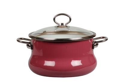 Кастрюля эмалированная Vitross Purpura с крышкой, 3,0 л. 9ST205S9ST205S топл.брусникаКастрюля Vitross Purpura изготовлена на стальной основе со стеклокерамическим покрытием - наиболее безопасный вид посуды. Стеклокерамика инертна и устойчива к пищевым кислотам, не вступает во взаимодействие с продуктами и не искажает их вкусовые качества. Прочный стальной корпус обеспечивает эффективную тепловую обработку пищевых продуктов, не деформируется с процессе эксплуатации. Посуда Vitross идеально подходит для тепловой обработки и хранения пищевых продуктов, приготовления холодных блюд и сервировки стола. Кастрюля оснащена двумя удобными ручками из нержавеющей стали. Крышка, выполненная из термостойкого стекла, позволит вам следить за процессом приготовления пищи. Крышка плотно прилегает к краю кастрюли, предотвращая проливание жидкости и сохраняя аромат блюд. Изделие подходит для всех типов плит, включая индукционные. Можно мыть в посудомоечной машине. Это идеальный подарок для современных хозяек, которые следят за своим здоровьем и здоровьем своей...