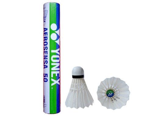 Воланы для бадминтона перьевые Yonex AS-50, 12 штВоланы AS 50 12/упакВоланы для бадминтона перьевые Yonex AS-50 - самый популярный перьевой волан от компании YONEX. Данная модель используется на чемпионатах мирового уровня. Характеристики: Материал: пробка, перо. Количество в упаковке: 12 шт. Размер упаковки: 7 см х 7 см х 39 см.