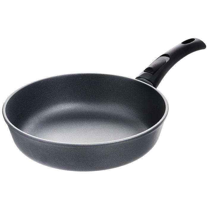 Сковорода литая Нева Металл Посуда Особенная с антипригарным покрытием, со съемной ручкой. Диаметр 26 см9026Сковорода Особенная изготовлена из литого алюминия с полимер-керамическим антипригарным покрытием повышенной износостойкости Титан. Вы можете пользоваться металлическими столовыми приборами, готовя в ней пищу. Четырехслойная система Титан имеет исключительную прочность за счет ее особой структуры, способа нанесения, значительной толщины - около 100 микрон (для сравнения, толщина покрытия на посуде других производителей 21-40 микрон). Четырехслойная полимер-керамическая антипригарная система Титан: верхний слой на водной основе; промежуточный слой на водной основе; полимер-керамический слой; твердая керамическая основа. Антипригарное покрытие на водной основе относится к самому безопасному, четвертому классу по ГОСТу. Оно традиционно производится БЕЗ использования PFOA (перфтороктановой кислоты). Литой корпус сковороды сделан по принципу золотого сечения, с толстыми стенками и еще более толстым дном, из специального пищевого...