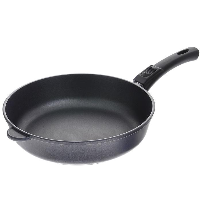 Сковорода литая Нева Металл Посуда Особенная с антипригарным покрытием, со съемной ручкой. Диаметр 28 см9028Сковорода Особенная изготовлена из литого алюминия с полимер-керамическим антипригарным покрытием повышенной износостойкости Титан. Вы можете пользоваться металлическими столовыми приборами, готовя в ней пищу. Четырехслойная система Титан имеет исключительную прочность за счет ее особой структуры, способа нанесения, значительной толщины - около 100 микрон (для сравнения, толщина покрытия на посуде других производителей 21-40 микрон). Четырехслойная полимер-керамическая антипригарная система Титан: верхний слой на водной основе; промежуточный слой на водной основе; полимер-керамический слой; твердая керамическая основа. Антипригарное покрытие на водной основе относится к самому безопасному, четвертому классу по ГОСТу. Оно традиционно производится без использования PFOA (перфтороктановой кислоты). Литой корпус сковороды сделан по принципу золотого сечения, с толстыми стенками и еще более толстым дном, из специального пищевого...